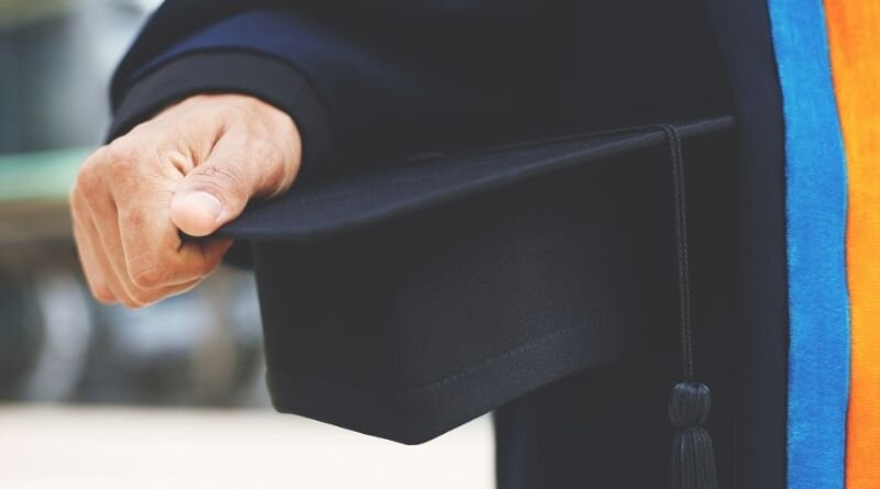 Points to Consider Before Seeking a Degree in Fashion